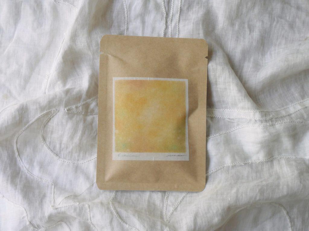 イエローのお茶の写真