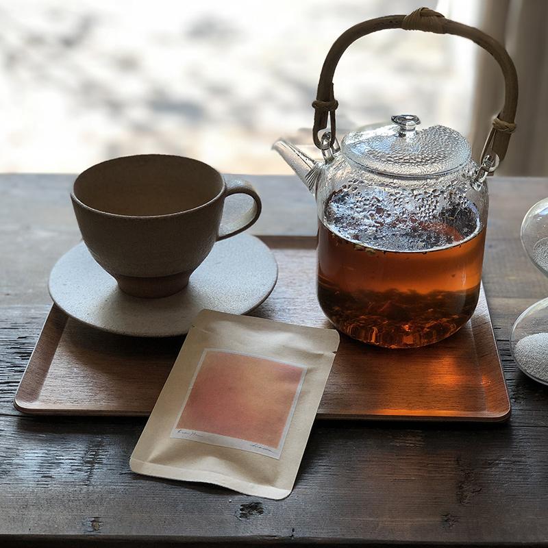ティーポットとオレンジのお茶